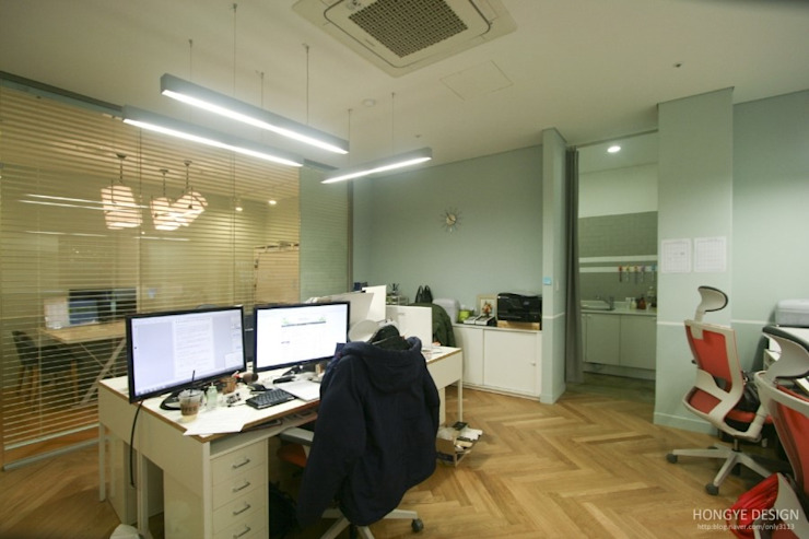 카페같은 느낌의 체육입시학원 홍예디자인 스칸디나비아 서재 / 사무실