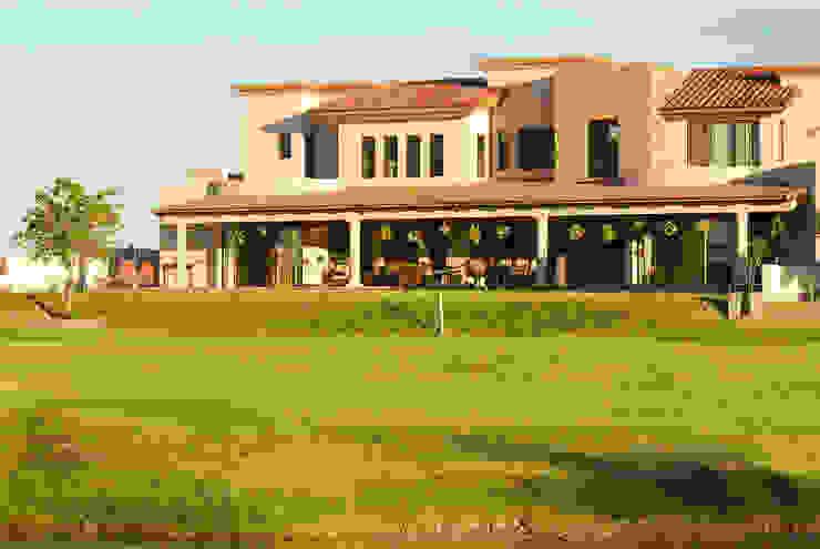 Vista desde el campo de Golf Casas modernas de Acrópolis Arquitectura Moderno