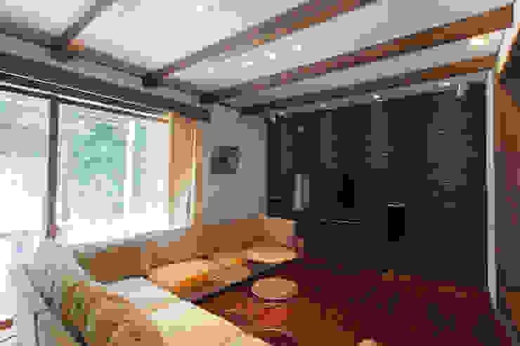 谷上の家 モダンデザインの リビング の 株式会社 atelier waon モダン