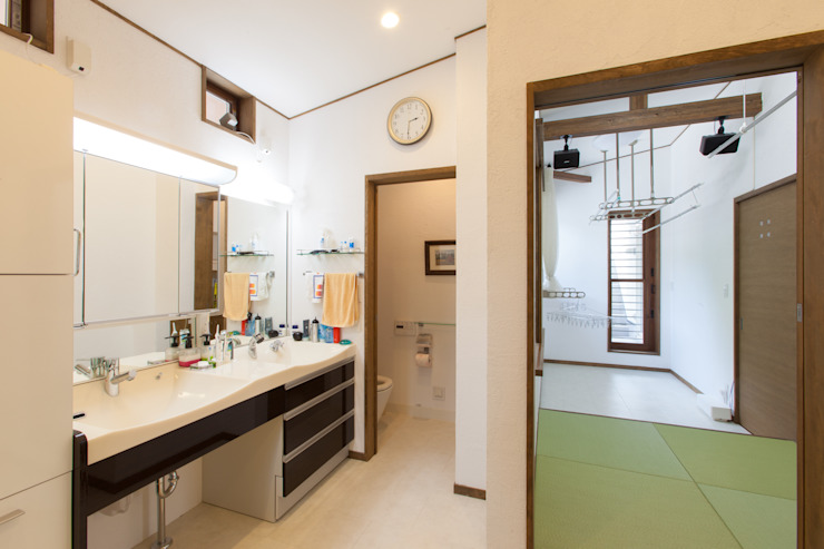 谷上の家 モダンスタイルの お風呂 の 株式会社 atelier waon モダン
