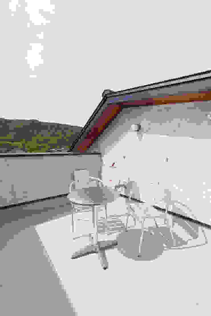 谷上の家 モダンデザインの テラス の 株式会社 atelier waon モダン