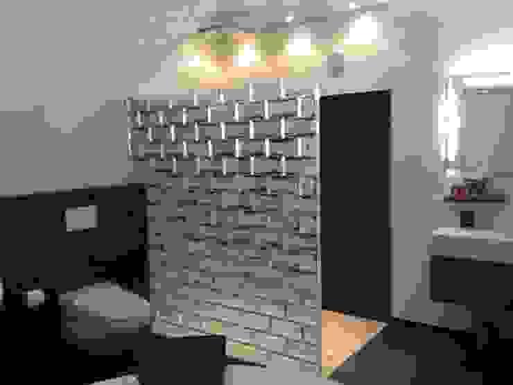 Bagno in stile  di Rimini Baustoffe GmbH, Moderno Vetro