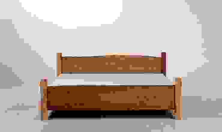 MAZZIVO bed COUNTRY - solid oak wood od mazzivo konzept + gestaltung przemysław mitręga Klasyczny Drewno O efekcie drewna