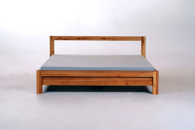 MAZZIVO bed LIVIGNO - solid alder wood od mazzivo konzept + gestaltung przemysław mitręga Klasyczny Drewno O efekcie drewna