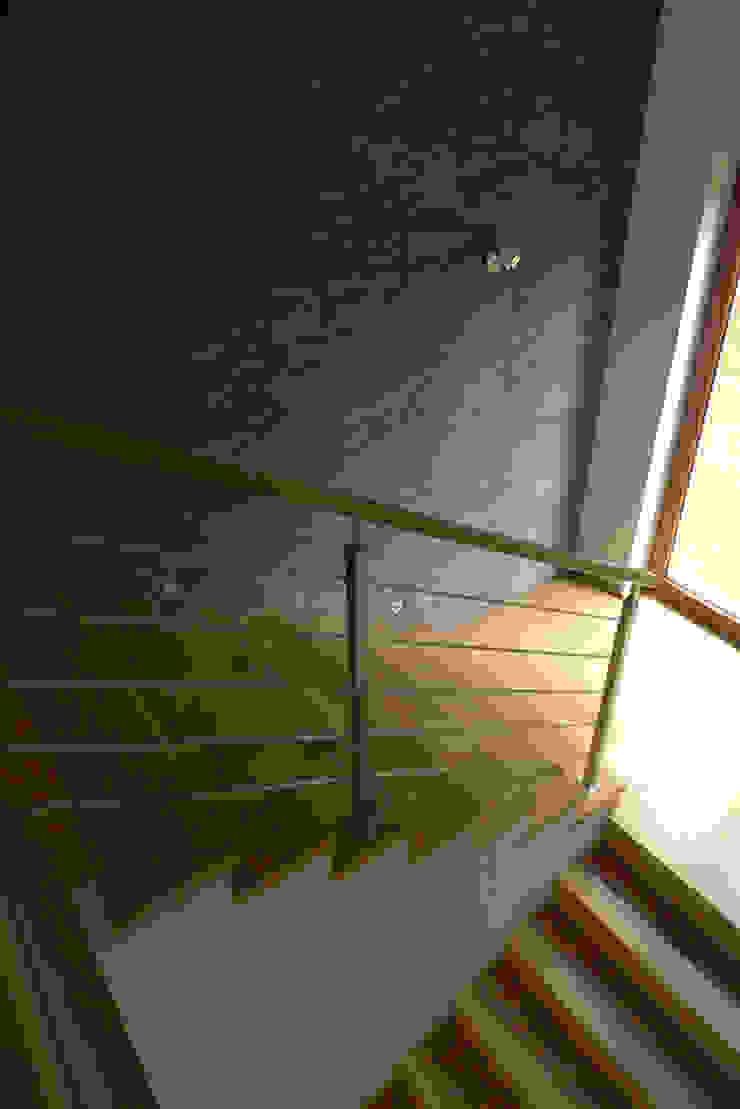 salon Nowoczesny korytarz, przedpokój i schody od Archomega Nowoczesny