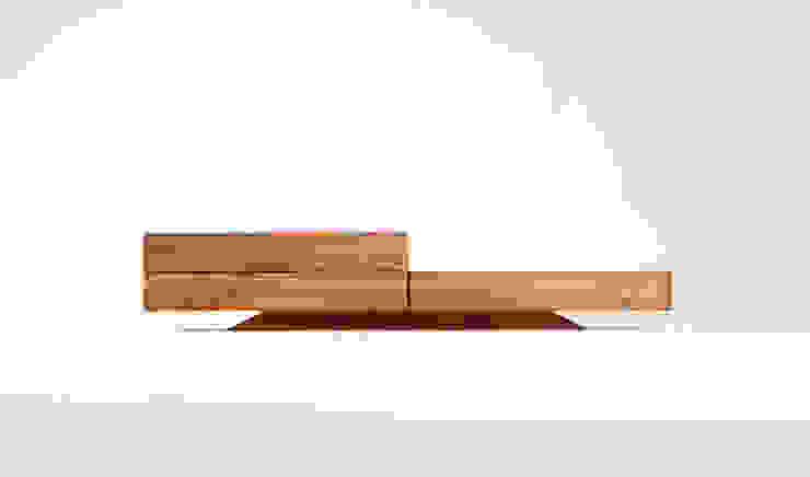 Lowboard 3.2 - solid cherry wood od mazzivo konzept + gestaltung przemysław mitręga Nowoczesny Drewno O efekcie drewna
