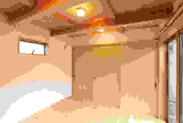 はなれ:内観(1階) モダンスタイルの寝室 の 一級建築士事務所ささりな計画工房 モダン 無垢材 多色