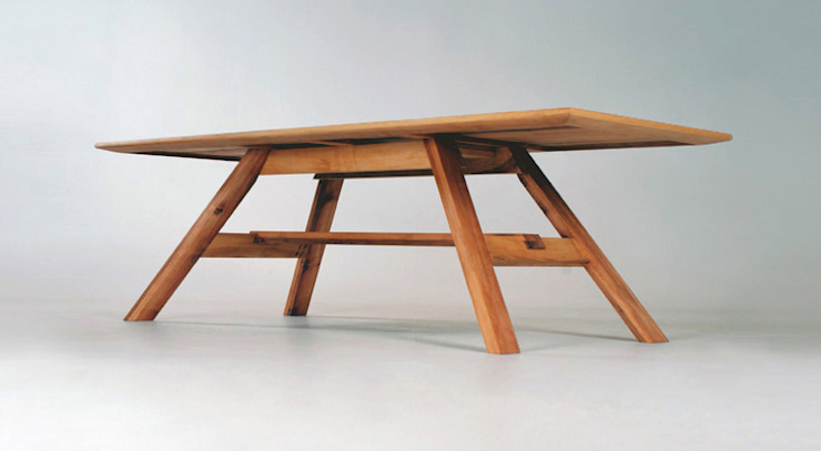 MAZZIVO table 32.1 - solid alder wood od mazzivo konzept + gestaltung przemysław mitręga Nowoczesny Drewno O efekcie drewna