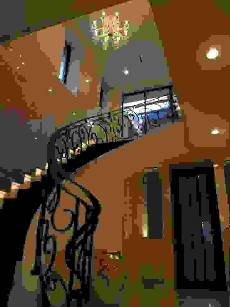 N邸 クラシカルスタイルの 玄関&廊下&階段 の 一級建築士事務所 (有)BOFアーキテクツ クラシック