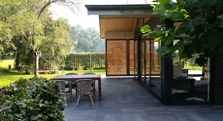 Modern terrace by TS architecten BV Modern Wood Wood effect