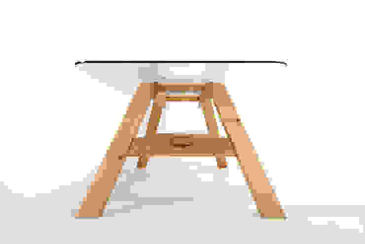 MAZZIVO table 33.1 - solid alder wood od mazzivo konzept + gestaltung przemysław mitręga Nowoczesny Drewno O efekcie drewna