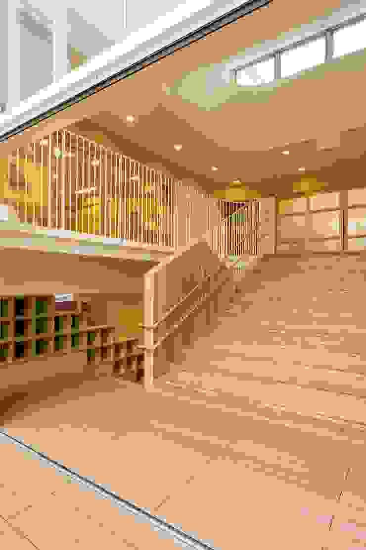 大階段 モダンな 壁&床 の フィールド建築設計舎 モダン 木 木目調