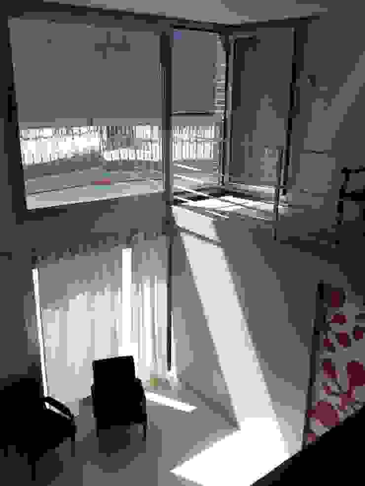 vista verso esterno _ da soppalco Luisa Olgiati Soggiorno moderno
