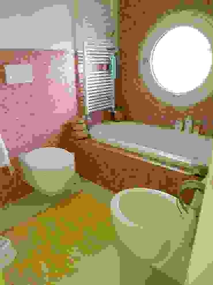 stanza da bagno con vasca Luisa Olgiati Bagno moderno