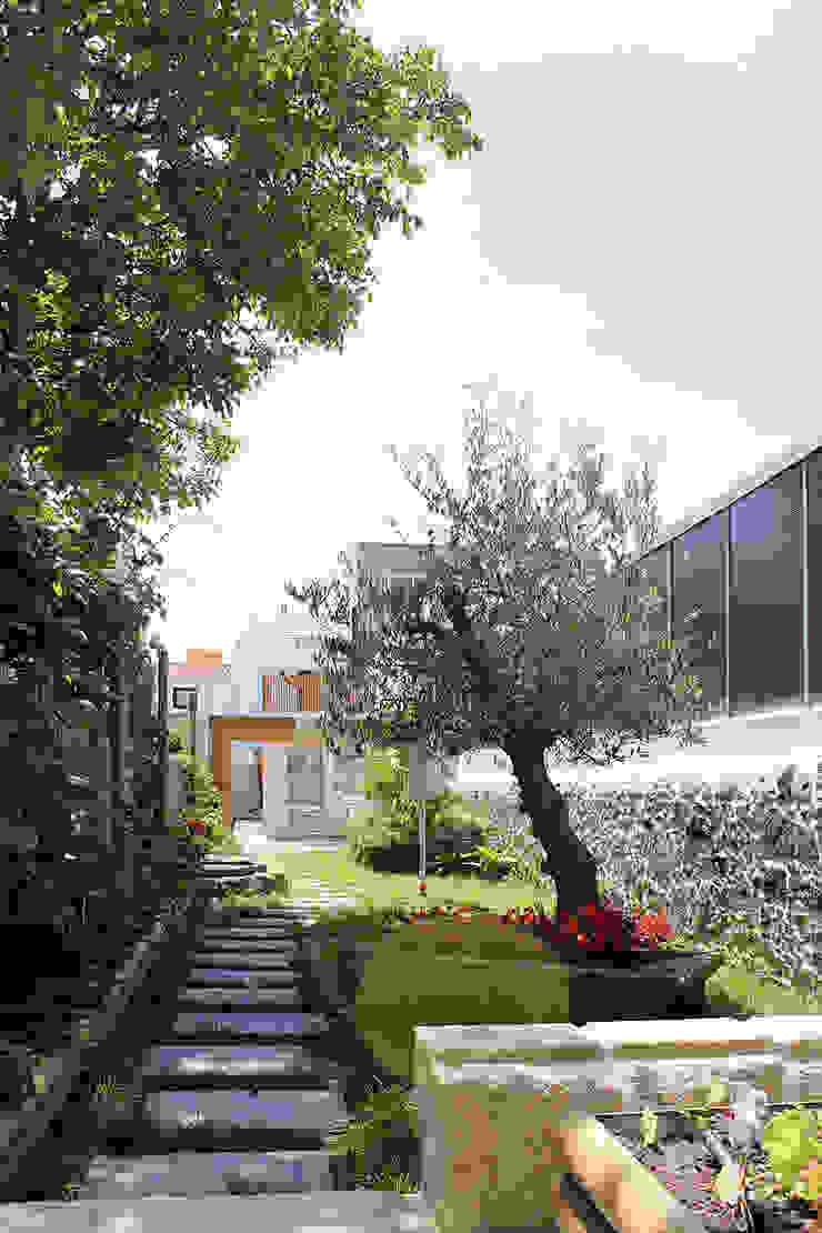 HOUSE NM_PÓVOA DE VARZIM_2015 Jardins minimalistas por PFS-arquitectura Minimalista