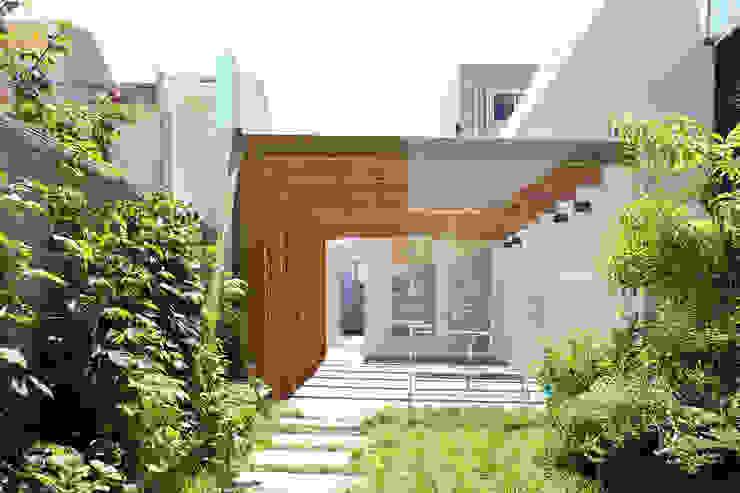 Сад в стиле минимализм от PFS-arquitectura Минимализм