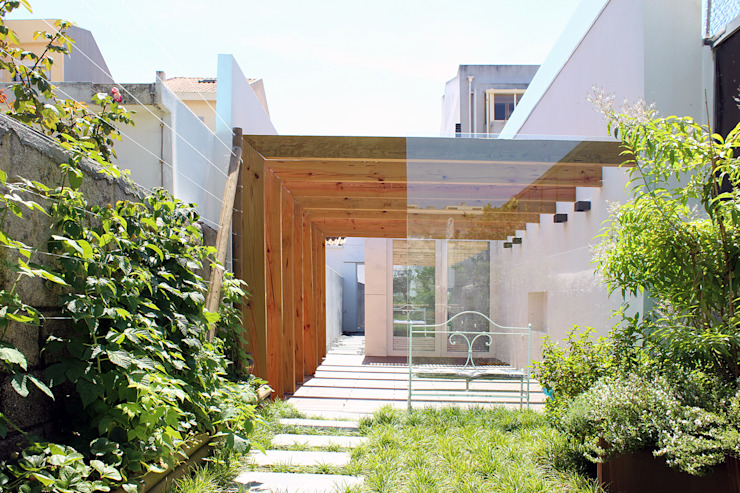 Jardines de estilo minimalista de PFS-arquitectura Minimalista