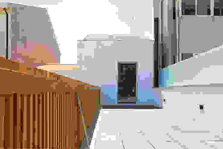 HOUSE NM_PÓVOA DE VARZIM_2015 Varandas, marquises e terraços minimalistas por PFS-arquitectura Minimalista
