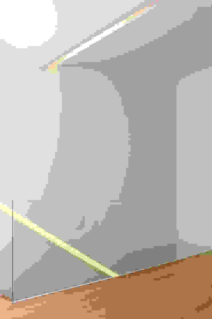 HOUSE NM_PÓVOA DE VARZIM_2015 Salas de estar minimalistas por PFS-arquitectura Minimalista