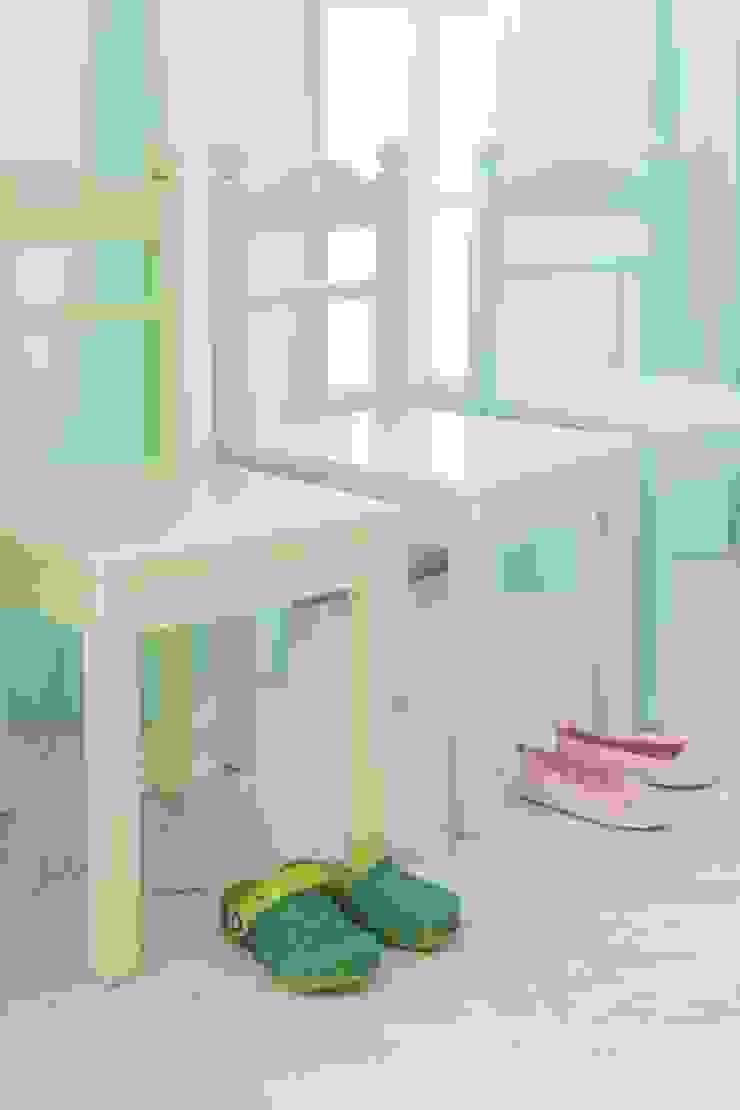 annette frank gmbh Chambre d'enfantsBureaux & chaises Bois Multicolore