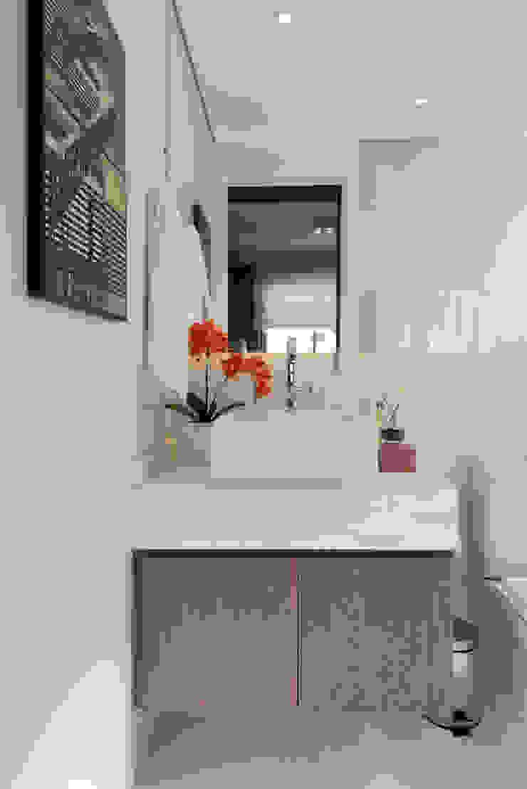 Ipiranga | Decorados Banheiros modernos por SESSO & DALANEZI Moderno