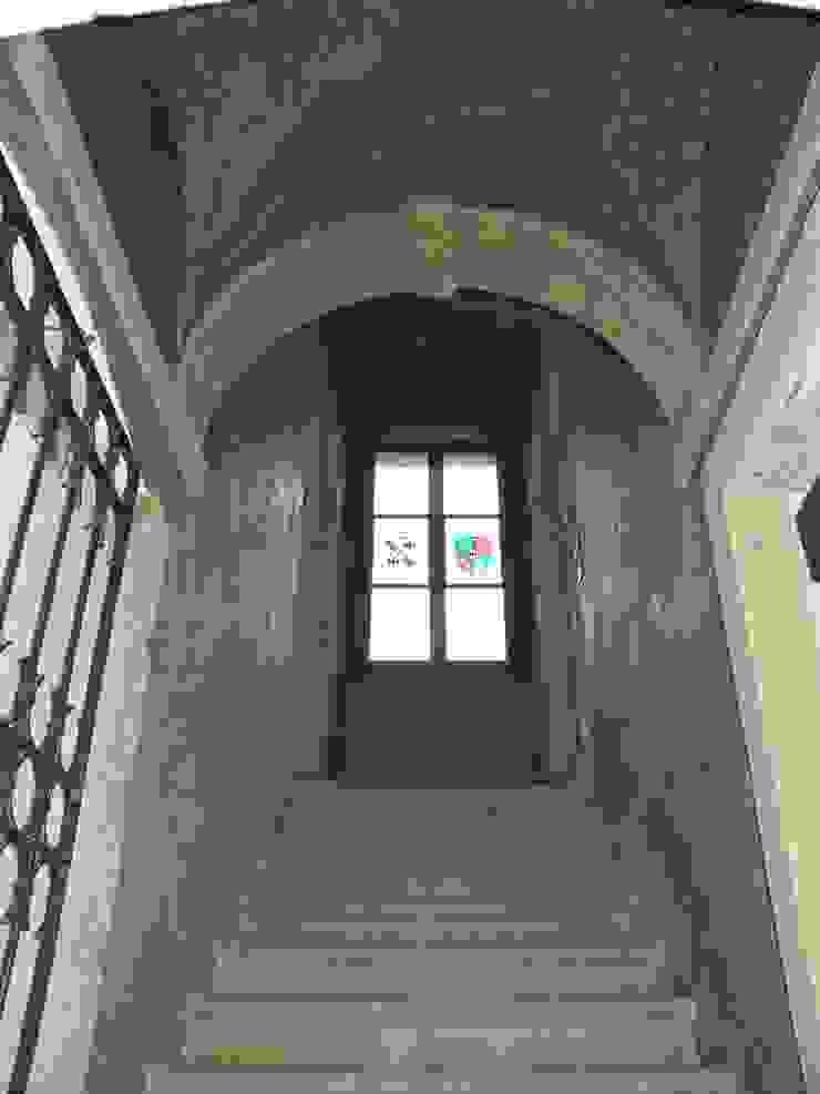 Studio Feiffer & Raimondi Country style corridor, hallway& stairs