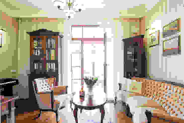 Oficinas y bibliotecas de estilo clásico de Gzowska&Ossowska Pracownie Architektury Wnętrz Clásico