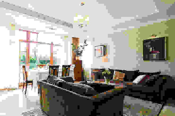 Dom w Bielicach: styl , w kategorii Salon zaprojektowany przez Gzowska&Ossowska Pracownie Architektury Wnętrz,Klasyczny