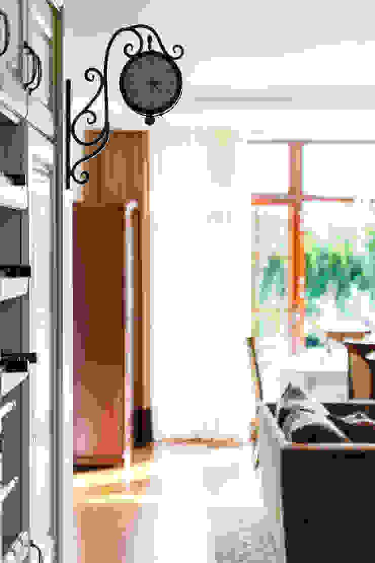 Livings de estilo clásico de Gzowska&Ossowska Pracownie Architektury Wnętrz Clásico