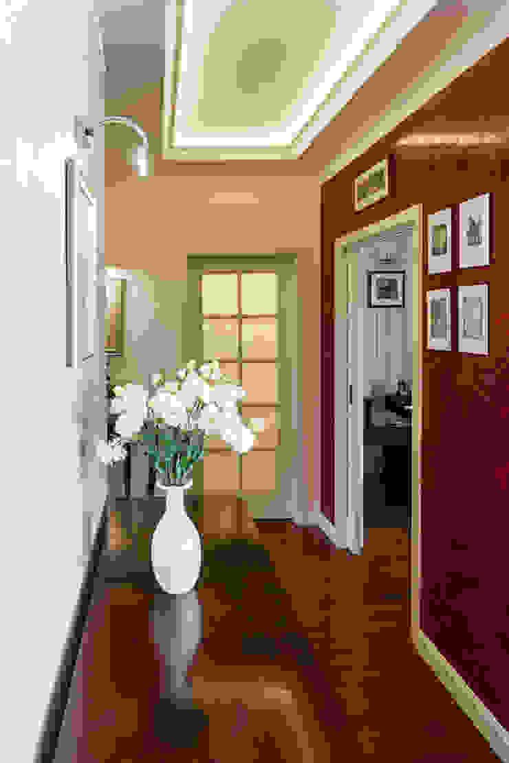 Dom w Bielicach Klasyczny korytarz, przedpokój i schody od Gzowska&Ossowska Pracownie Architektury Wnętrz Klasyczny
