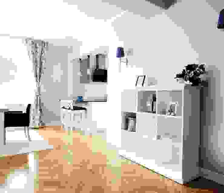 Dom w stylu amerykańskim - salon Klasyczny salon od IDEALS . Marta Jaślan Interiors Klasyczny
