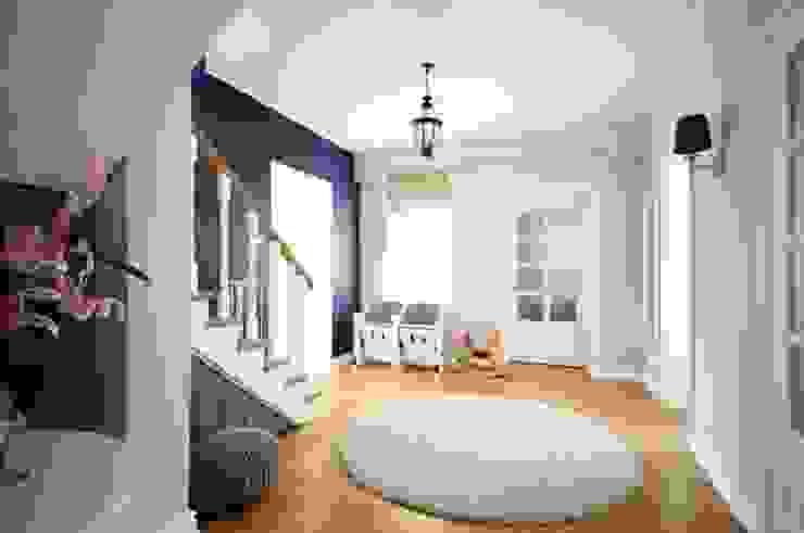 Dom w stylu amerykańskim - hol Klasyczny korytarz, przedpokój i schody od IDEALS . Marta Jaślan Interiors Klasyczny