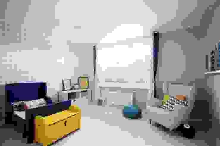 Dom w stylu amerykańskim - pokój dziecięcy Klasyczny pokój dziecięcy od IDEALS . Marta Jaślan Interiors Klasyczny
