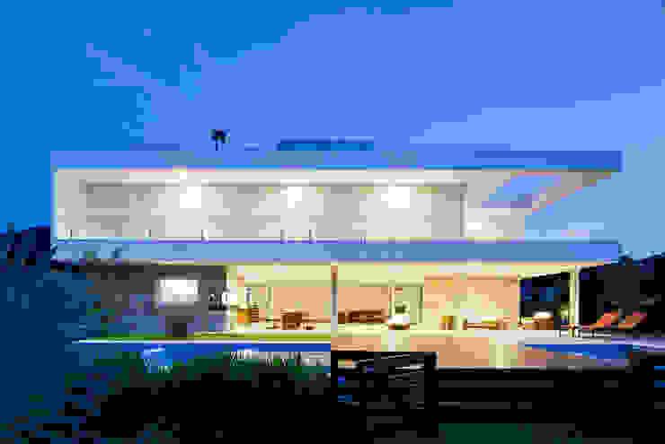 Дома в . Автор – Conrado Ceravolo Arquitetos, Модерн