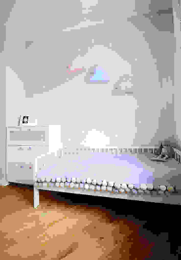 Chambre d'enfant moderne par IDEALS . marta jaślan interiors Moderne