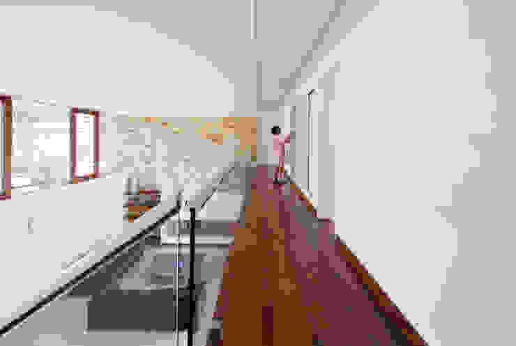 Casa Guaecá Corredores, halls e escadas modernos por Conrado Ceravolo Arquitetos Moderno
