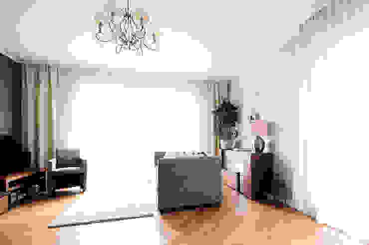 Salon moderne par IDEALS . marta jaślan interiors Moderne