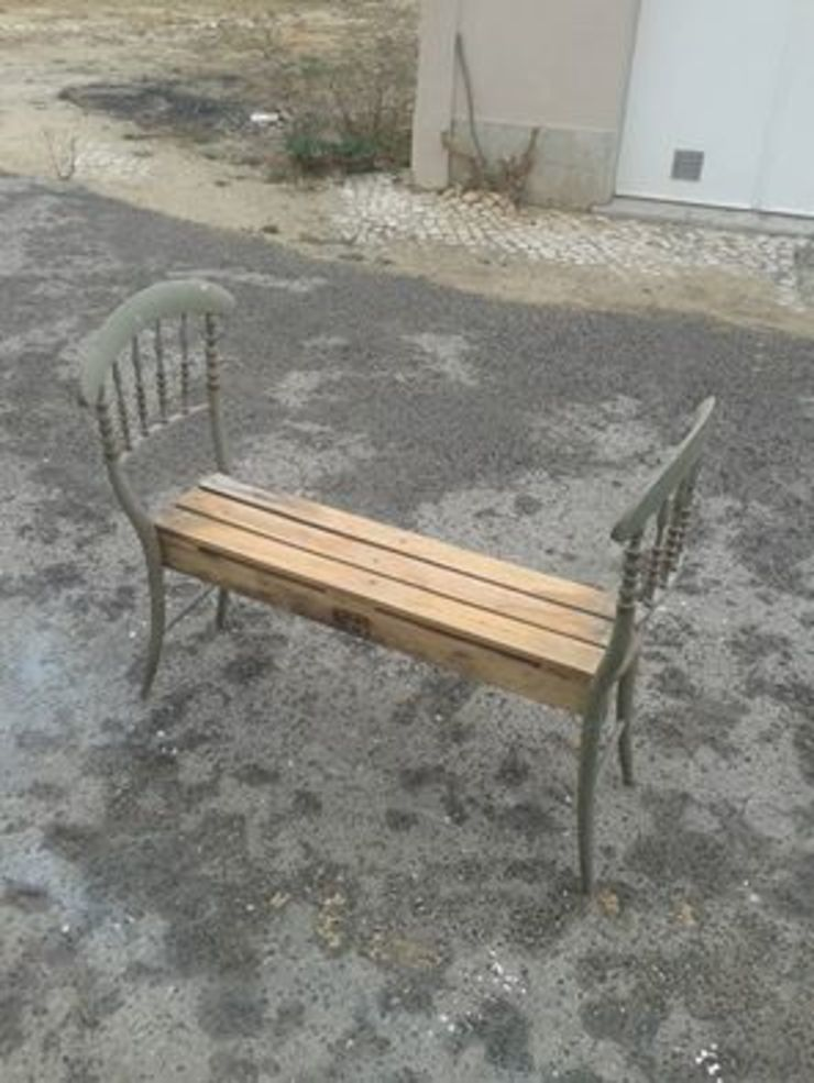 Cadeiras recicladas por Paulo Broughton