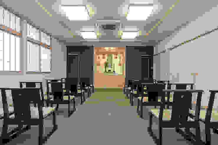 御斎の間: 福井建築設計室が手掛けたクラシックです。,クラシック 木 木目調