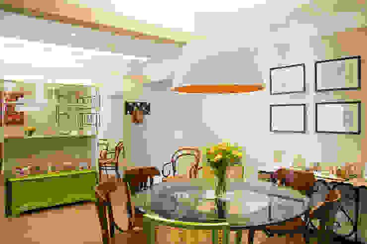 Leticia Sá Arquitetos Modern dining room Wood Green