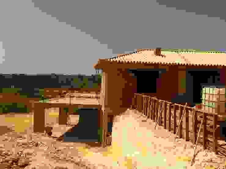 Em construção por Arqnow, Unipessoal, Lda