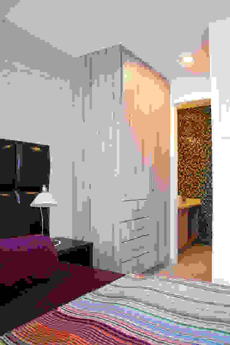 Minimalistische Ankleidezimmer von Avianda Kitchen Design Minimalistisch Holzwerkstoff Transparent