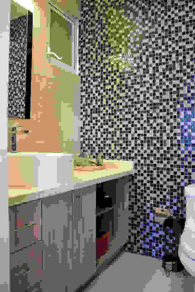 Mobiliario para baño Walk in closets de estilo minimalista de Avianda Kitchen Design Minimalista Derivados de madera Transparente