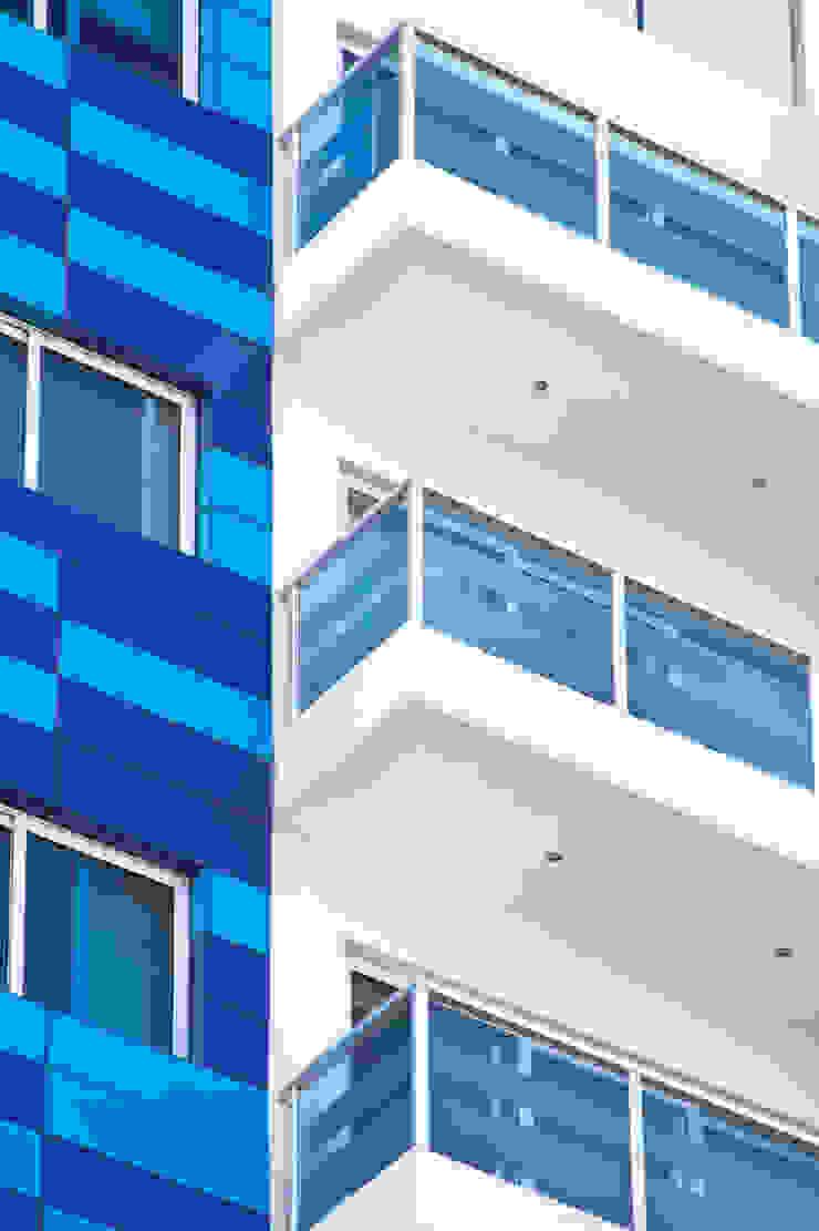 Cristales Balcones y terrazas minimalistas de Avianda Kitchen Design Minimalista Vidrio