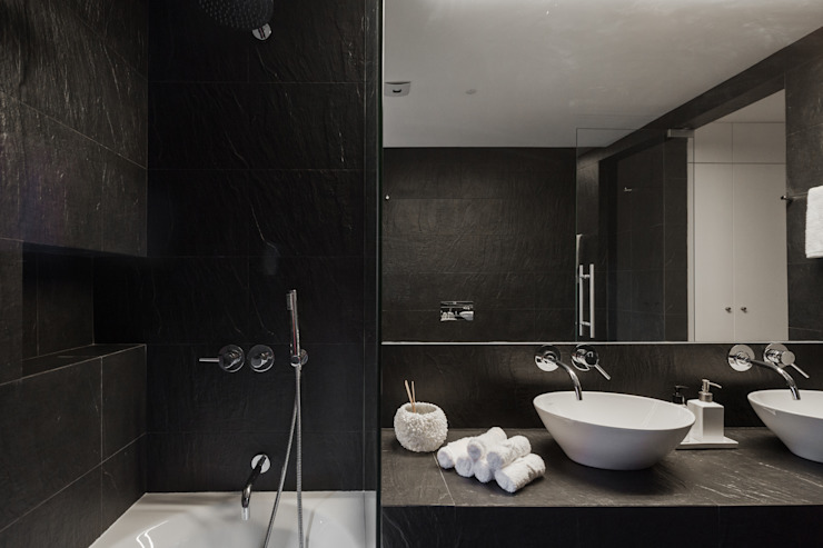 Minimalist bathroom by VSS ARQ Minimalist