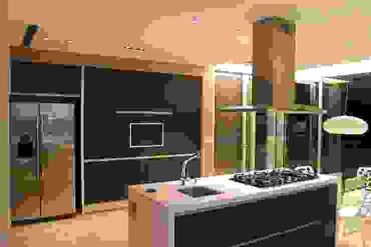 vivenda unifamilar MORENO Cocinas modernas: Ideas, imágenes y decoración de cm espacio & arquitectura srl Moderno
