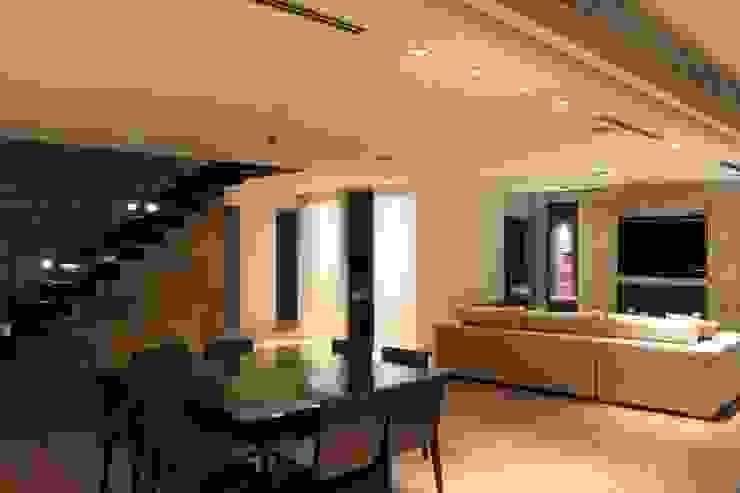 Comedores de estilo moderno de cm espacio & arquitectura srl Moderno