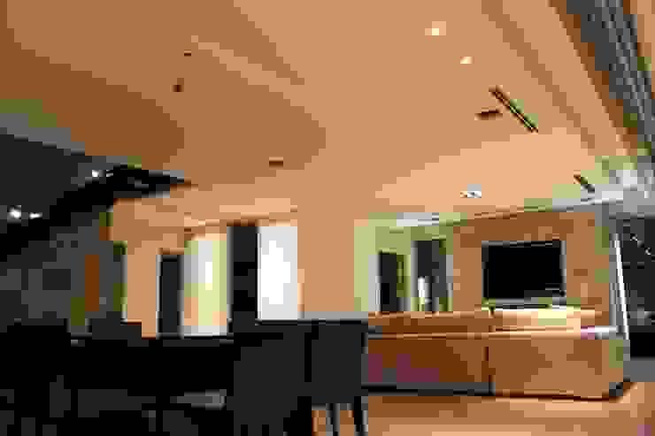 Modern living room by cm espacio & arquitectura srl Modern