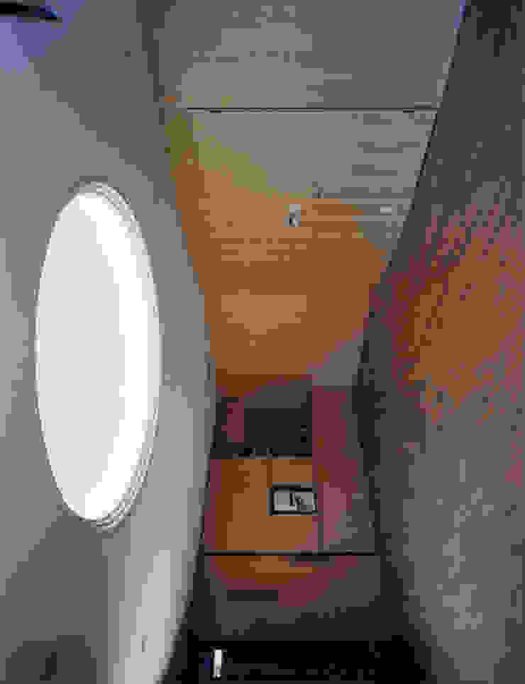 聖ヴィアトール修道会 北白川修道院 モダンデザインの リビング の boston-5 モダン