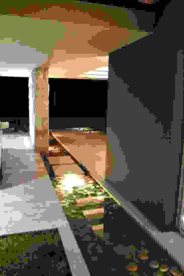 Moderner Flur, Diele & Treppenhaus von cm espacio & arquitectura srl Modern